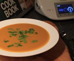 Creamy Carrot and Apricot Soup with green Vanilla Pepper