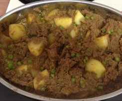 Lamb, potato & pea curry