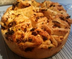 Sundried Tomato, Basil and Goats Cheese Pull Apart