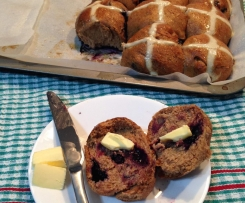 Zesty spelt blueberry hot cross buns (low fructose)