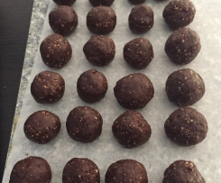 Variation Chocolate, date and peanut butter balls