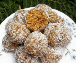 Apricot, date, seed and lime bliss balls!