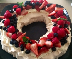 Christmas Wreath Berry Pavlova