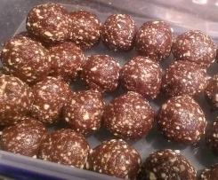 Chocolate peanut butter bliss balls