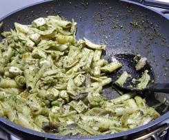 Vegan pesto pasta by @carrotsandflowers