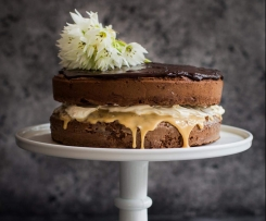 Gluten Free CHOCOLATE SPONGE CAKE WITH DULCE DE LECHE