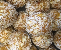 Apricot bliss balls with vanilla