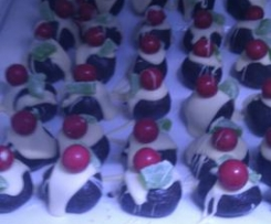 """Oreo cheesecake balls (""""Christmas puddings"""")"""